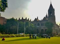Government College University de Lahore. Construit il y a un siècle et demi, nous nous sentons téléportés à Oxford l'espace d'une heure !
